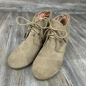 NWOT Toms Taupe Suede Desert Wedge Lace Up Bootie
